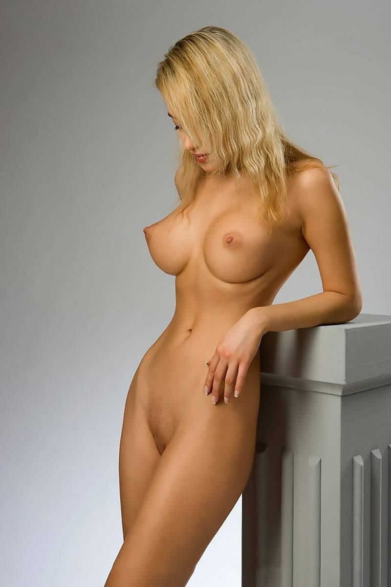 фото девчонок со стоячими сиськами